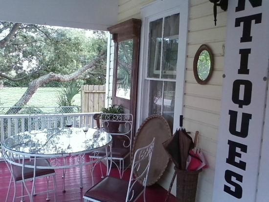 Ashley's Victorian Haven Bed And Breakfast : Our favorite spot on the front porch. There is a huge tree across from B&B with Spanish moss..pr
