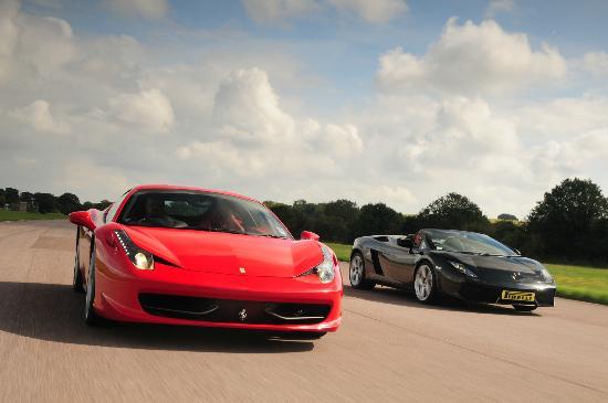 Andover, UK: Ferrari 458 Italia & Lamborghini Gallardo