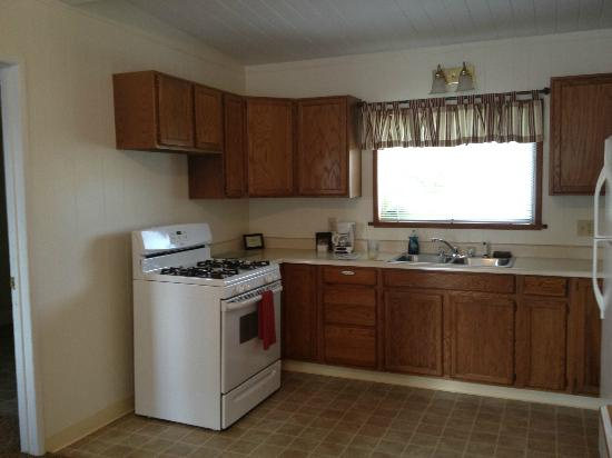 Redwood Suites : Kitchen