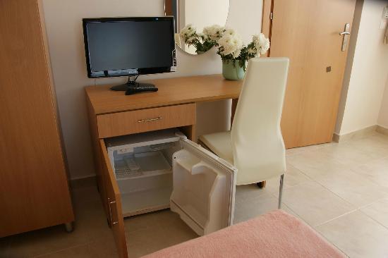 Hotel International: room