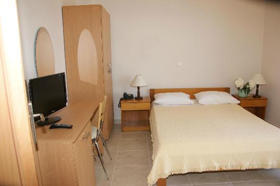 Hotel International: double bedroom