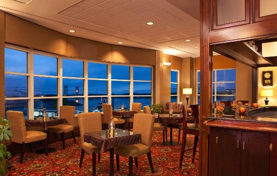 Sheraton Portsmouth Harborside Hotel: Riverwatch Lounge