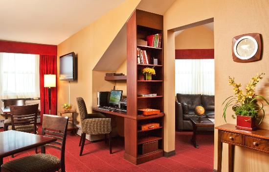 Sheraton Portsmouth Harborside Hotel: Club Lounge