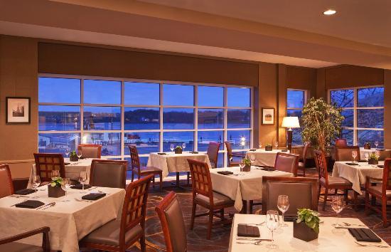 Sheraton Portsmouth Harborside Hotel: Harbor's Edge Restaurant