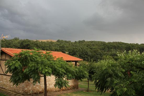 Las Cabañas de la Vera: vista desde el porche de la cabaña nº 6