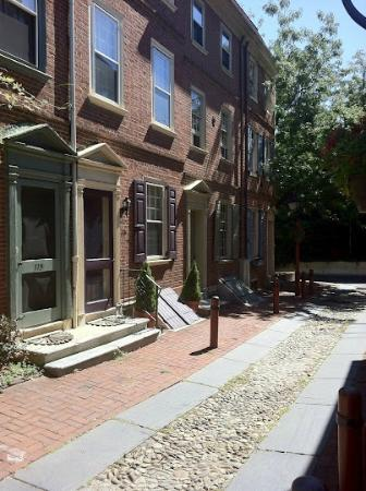 BEST WESTERN PLUS Independence Park Hotel: A view in Elfreth's Alley-nearby scenic spot