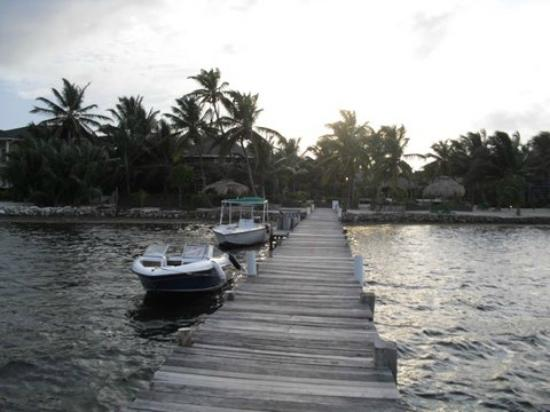 White Sands Cove Resort: Pier at Resort