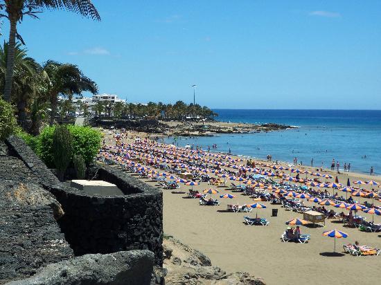 Puerto del carmen beach picture of apartamentos the - Apartamentos baratos en lanzarote puerto del carmen ...