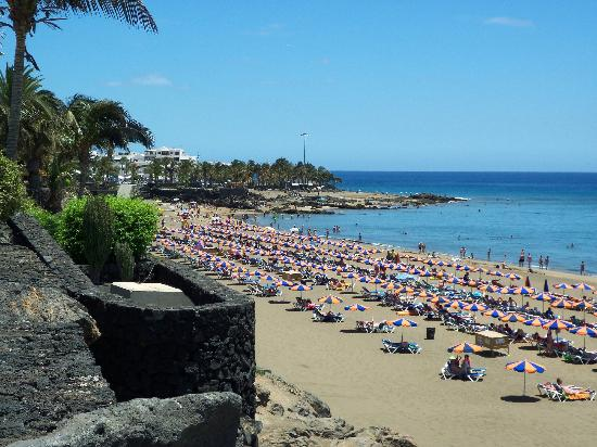 Puerto del carmen beach picture of apartamentos the morromar puerto del carmen tripadvisor - Port del carmen lanzarote ...