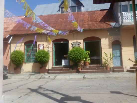 Cafe Arqueologico Yaxha: The front
