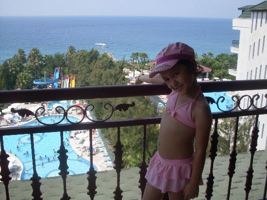 Holiday Park Resort: 5302 nolu oda ve kızım KARDELEN DURU