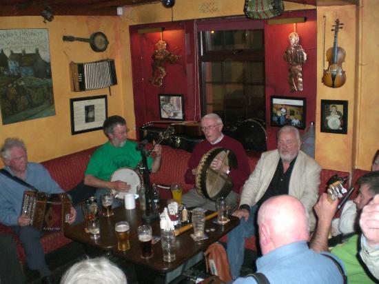 Bofey Quinns Bar & Restaraunt: Music in Bofey quinns