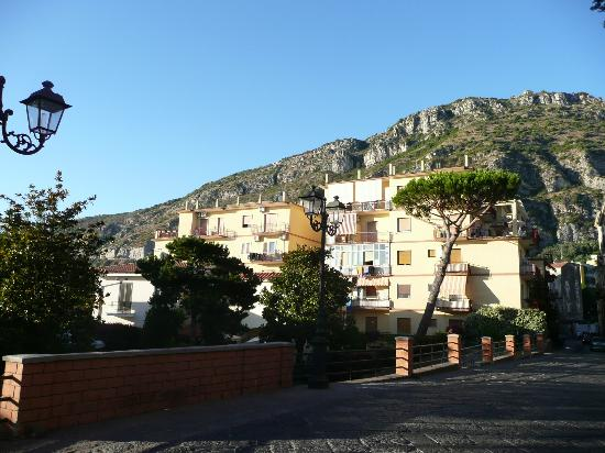 Villa Sorrento: The street of the Villa