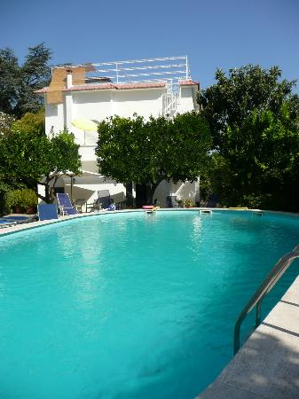Villa Sorrento: Swimming pool