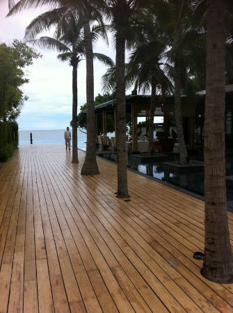 V Villas Hua Hin, MGallery by Sofitel: ทางเดินไปชายหาด