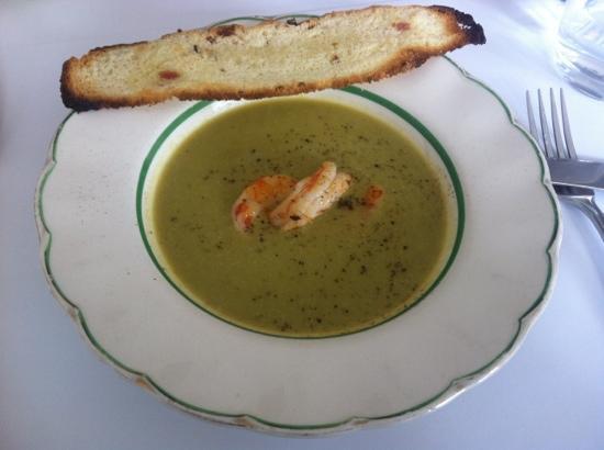 Caseros : 스프-약간 시큼하고 콩갈은걸로 만든맛