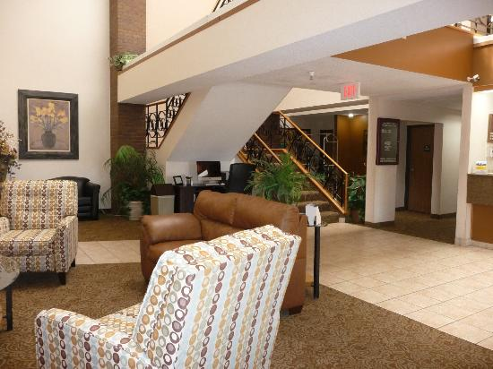 Quality Inn: Updated lobby with MAC computer