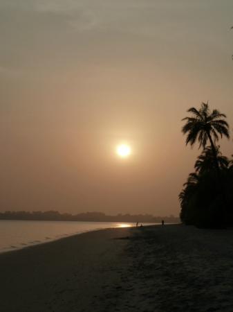 Hotel Lodge Ponta-Anchaca: Coucher de soleil sur la plage de Rubane