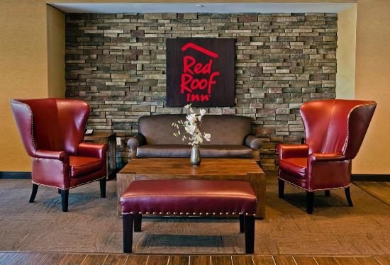 Red Roof PLUS+ Boston - Logan: Lobby