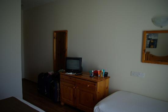 Plevna Hotel: partie de la chambre vue du lit