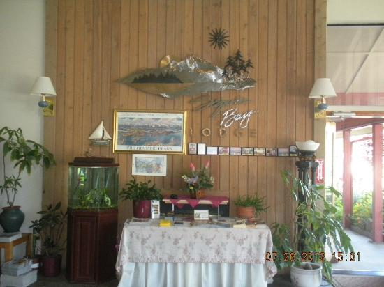 Sequim Bay Lodge: lobby