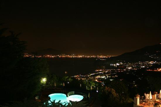 Grand Hotel Hermitage & Villa Romita: Night view