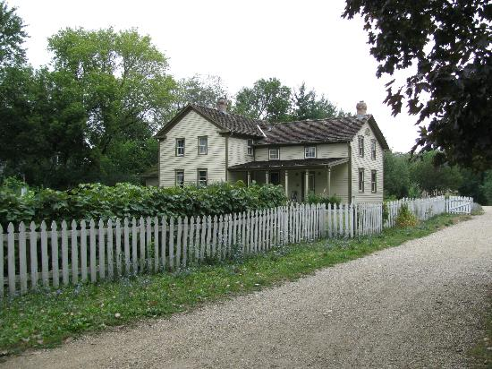 Spring Valley: Volkening Heritage Farm