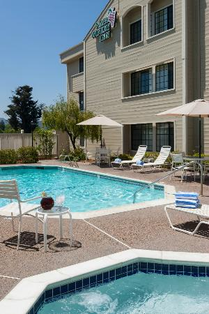 Napa Winery Inn pool
