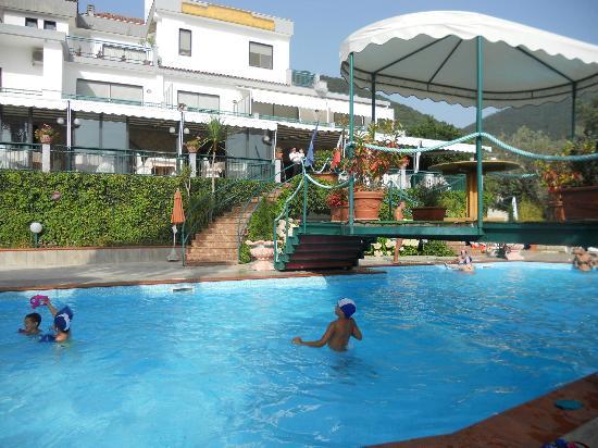 Hotel Diecimare: Bella Piscina