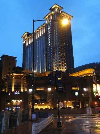 Ameristar Casino Resort Spa Black Hawk: Hotel at night