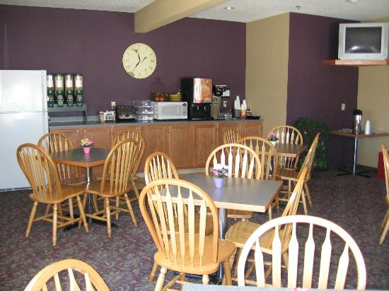 Pocahontas Inn & Suites: Breakfast Area