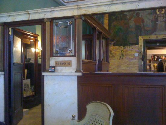 The Ramsdell Inn: Front Desk in Lobby