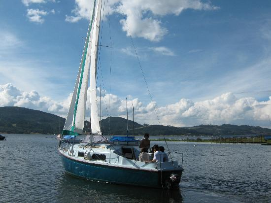 Restaurante Los Pinos: Paseo en barco