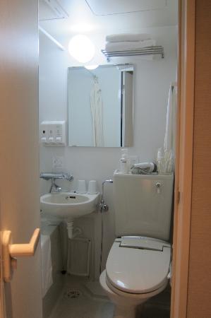 E Hotel Higashi Shinjuku Small Bathroom