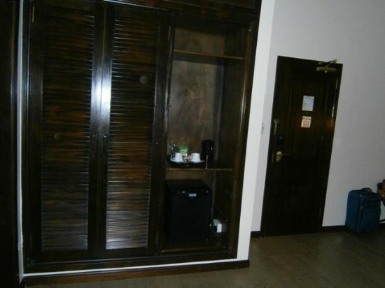 The African Regent Hotel: wardrobe..