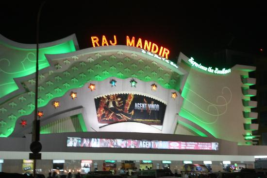Raj Mandir Cinema: Front of Raj Mandir