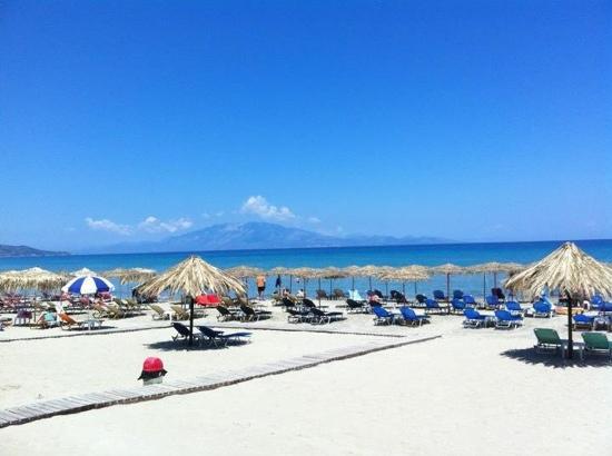 Ionian Star Hotel: beach 50yrds from hotel...