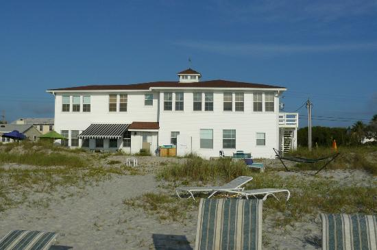 Amelia Oceanfront Bed & Breakfast: View from ocean of B&B