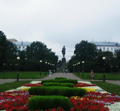 Bolshaia Pokrovskaia Street: Park on Gorky Square