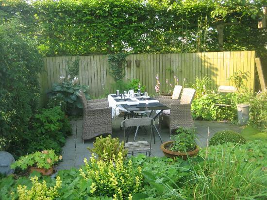 De Kastanjeboom: Frühstück im Garten