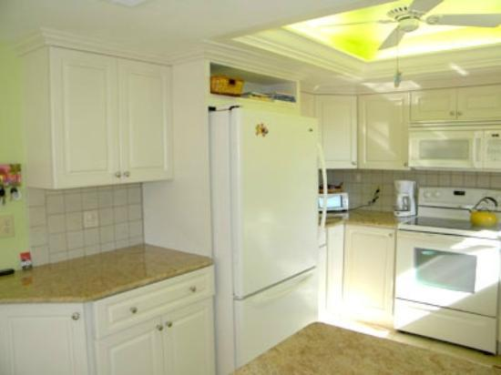 Sandpiper Beach: Nice, clean kitchen
