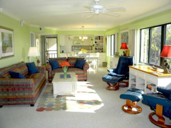 Sandpiper Beach: Living room