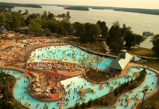 Nashville Shores Lakeside Resort: Wave Pool and Lazy River at Nashville Shores