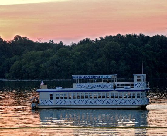 Nashville Shores Lakeside Resort: Nashville Shoreliner in Percy Priest Lake