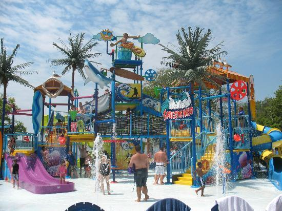 Nashville Shores Lakeside Resort: Kowabunga Beach - Children's Water Treehouse and Sprayground