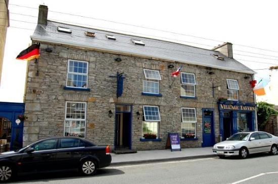 Donegal Town, Irlandia: The Village Tavern, Mountcharles, County Donegal, Ireland