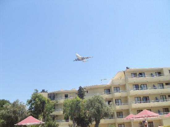 Sunland Hotel : les avions au raz de l'hotel