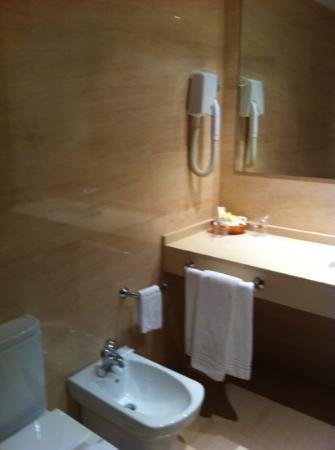 Coia Hotel: baño