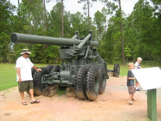 Lake Blackshear Resort and Golf Club: War tanks on display