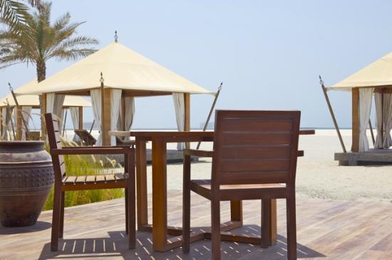 Banyan Tree Ras Al Khaimah Beach: Sonnendeck